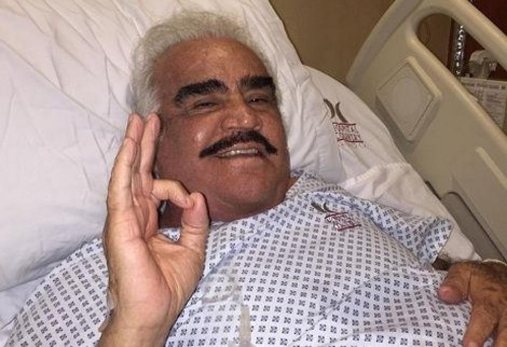 Vicente Fernández sale del hospital