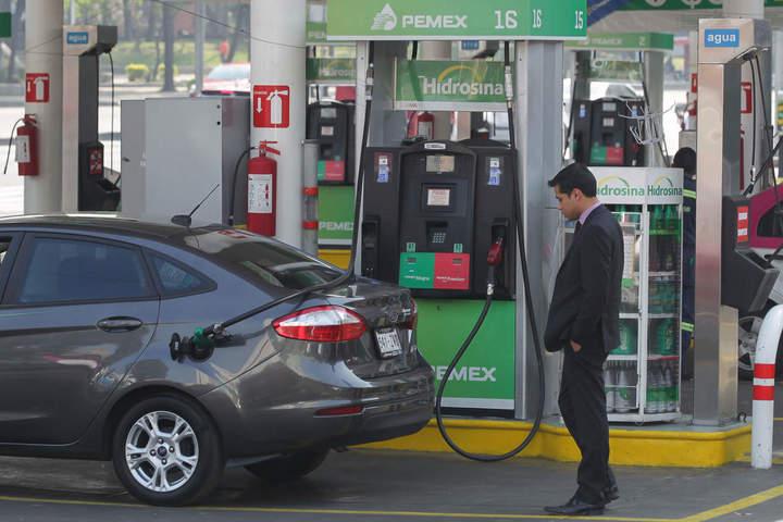 Como los cubos traducir en las toneladas la gasolina