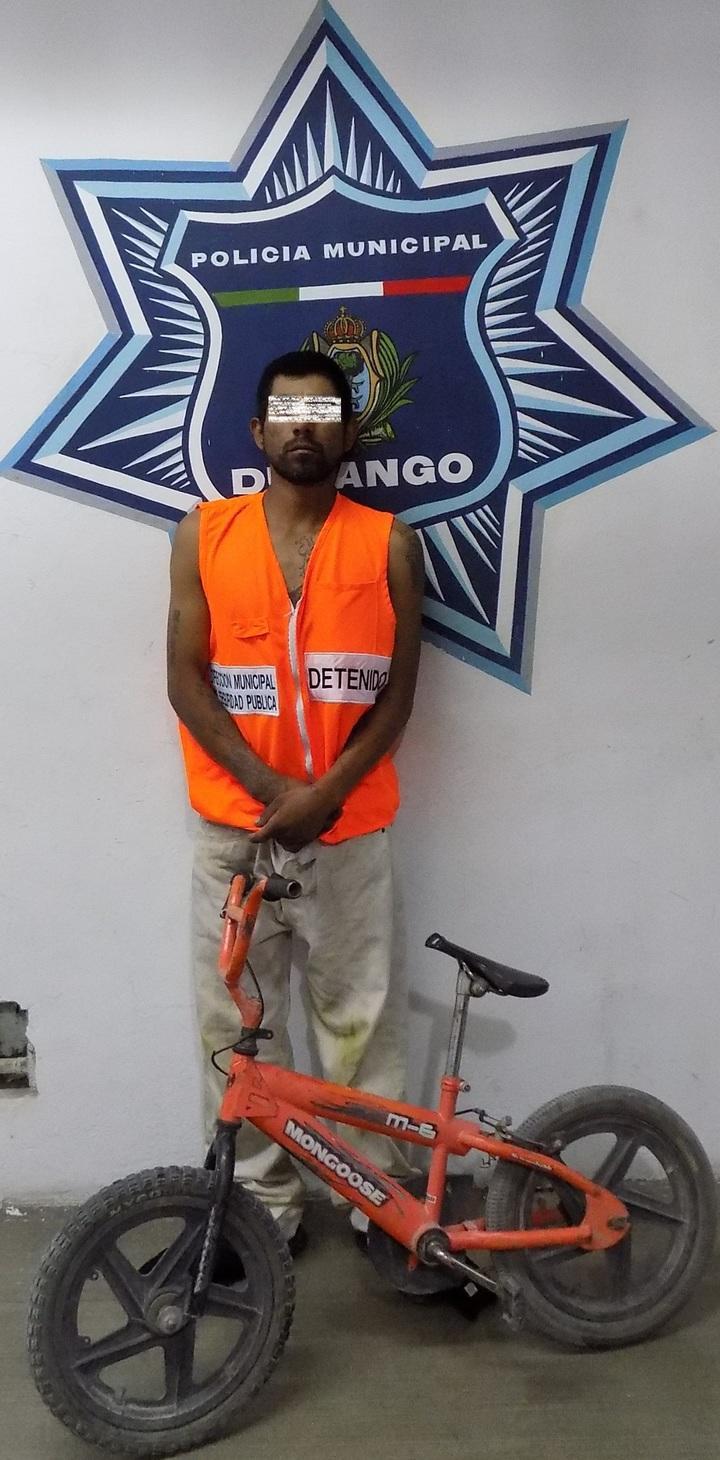 Se adueñó de bici de niño