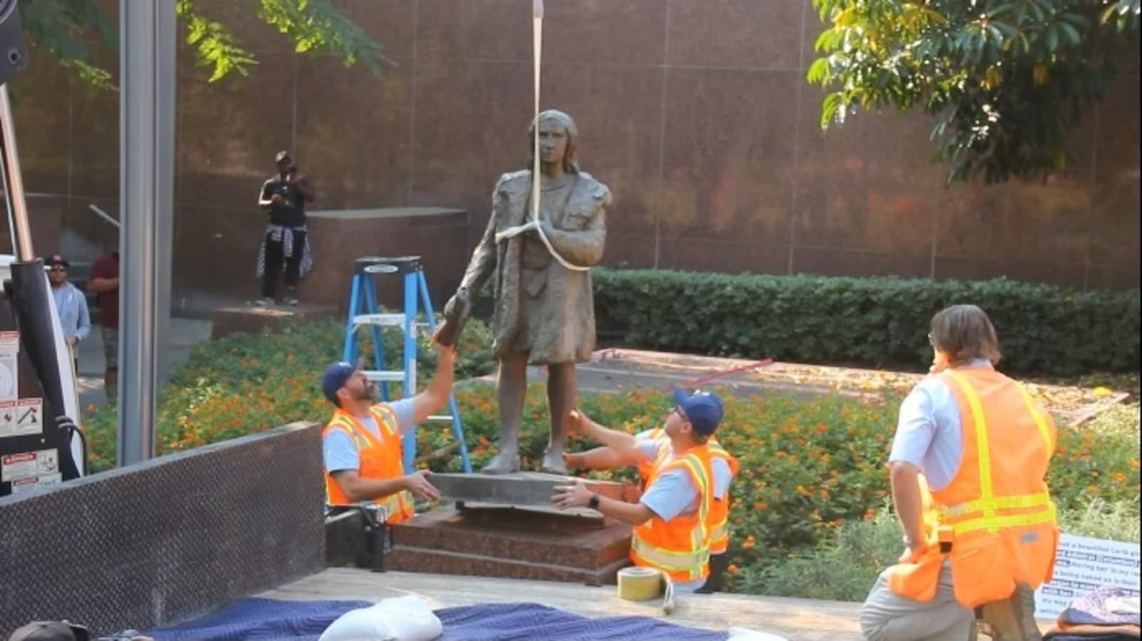 Resultado de imagen para Las autoridades de Los Ángeles retiran estatua de Cristóbal Colón
