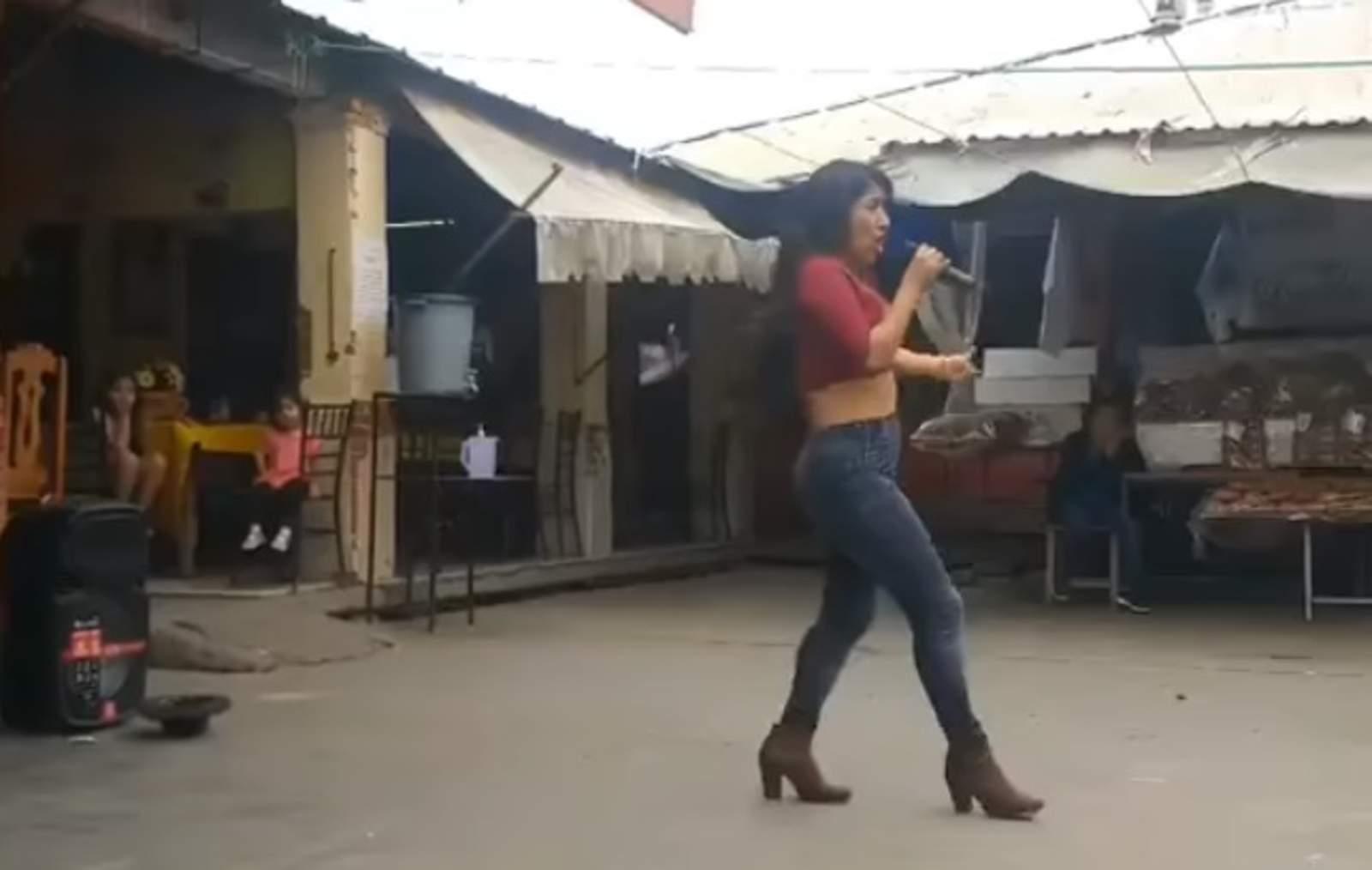 Gordita baila mientras se quita la ropa para su novio putita de san marcos coatepec - 5 3