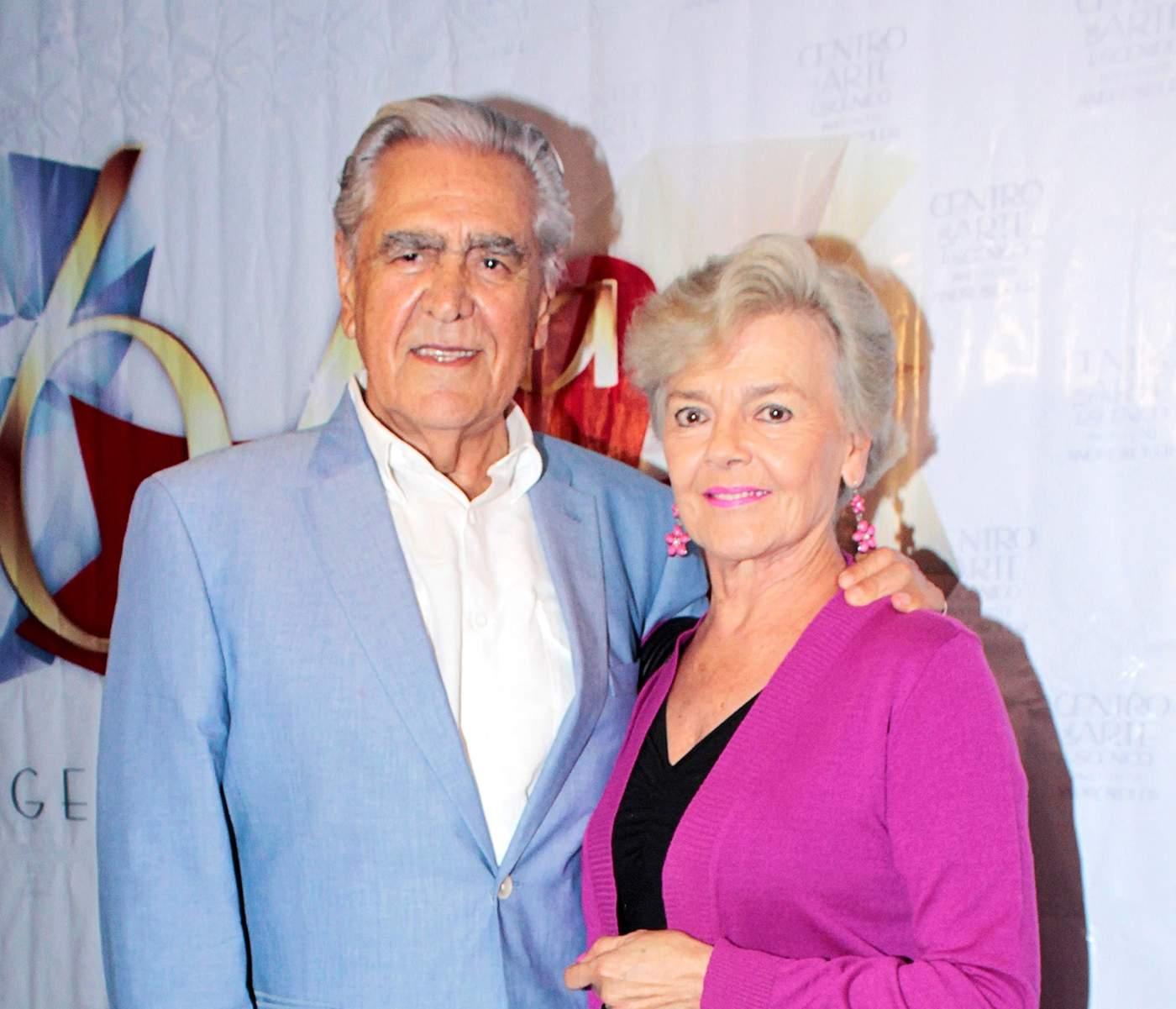 Padres De Kate Del Castillo Festejan 50 Anos De Casados