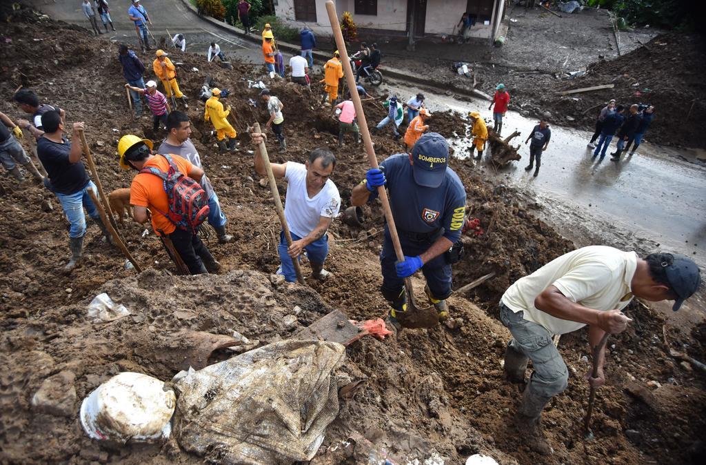 Buscan a 13 desaparecidos tras alud de lodo en Colombia