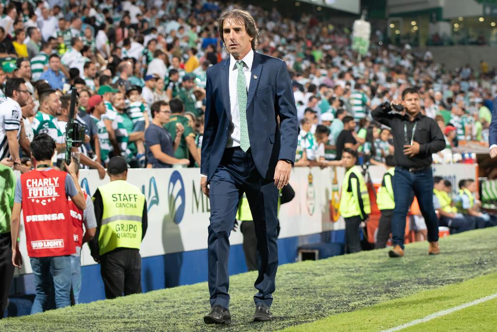 ¿Santos Laguna perdería a su técnico Guillermo Almada?