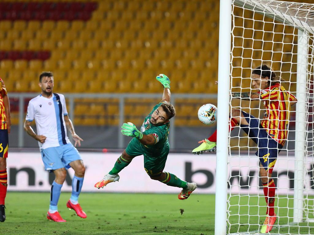 Lazio pierde y se aleja del liderato en el futbol de Italia