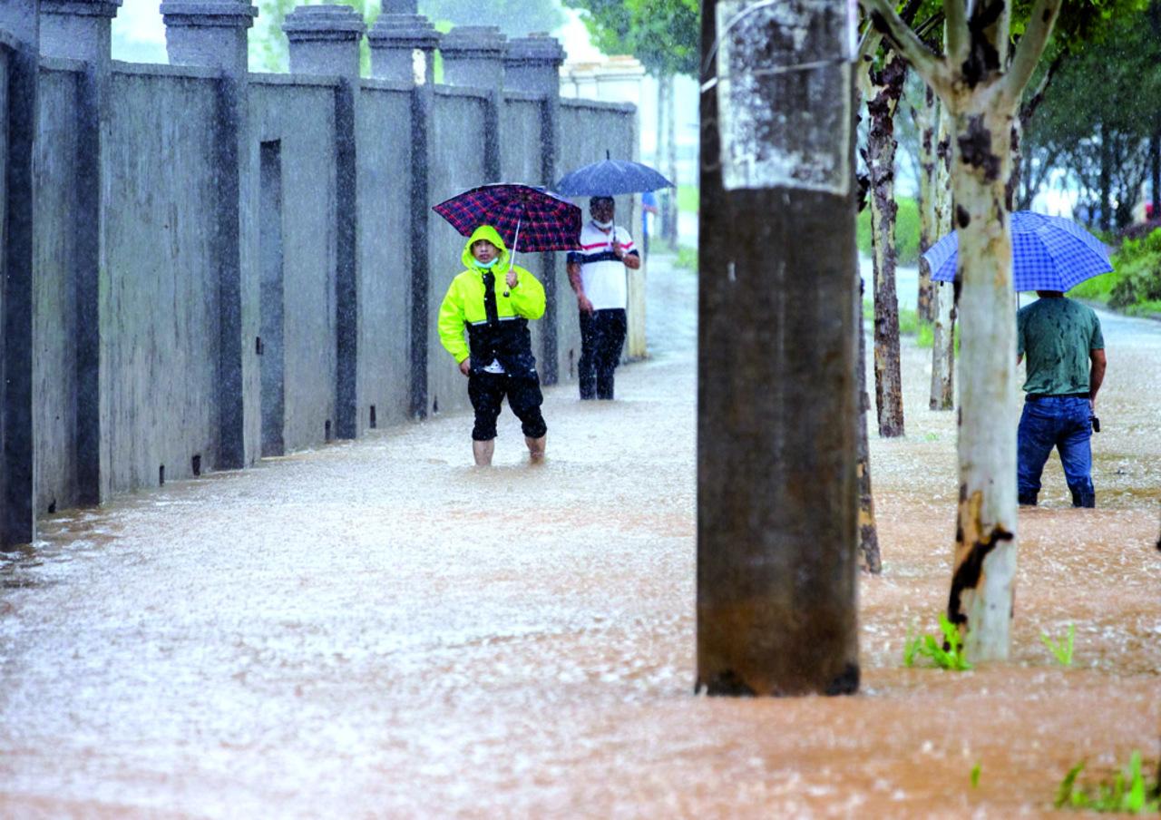 Deslave en China deja 9 sepultados