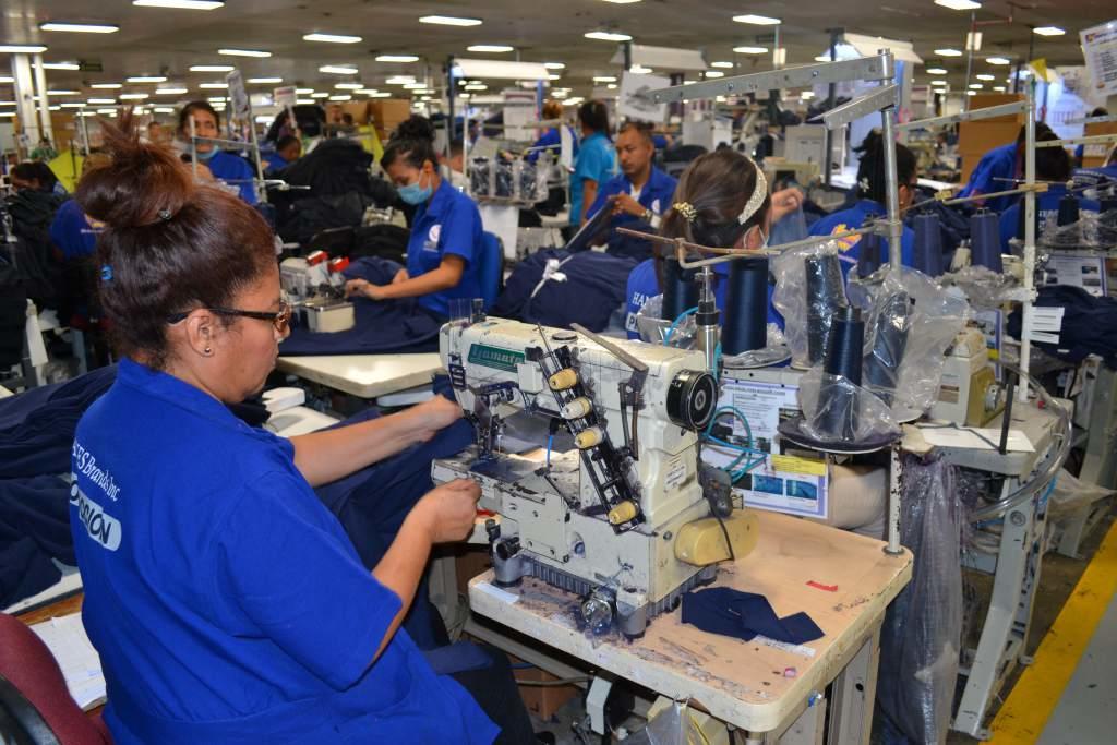 Industria se hunde 29.7% en mayo
