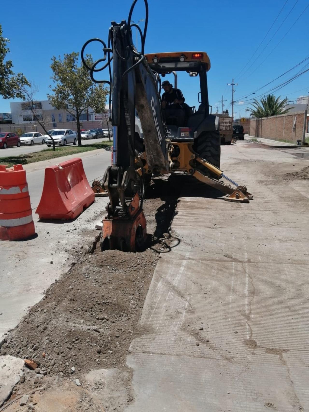 Repara Municipio socavón de avenida Fidel Velázquez