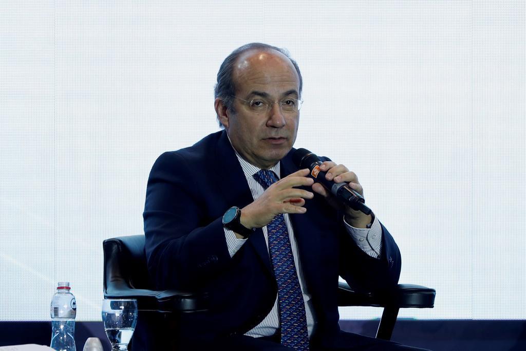 Gobierno debe reconocer errores y no culpar estados: Felipe Calderón