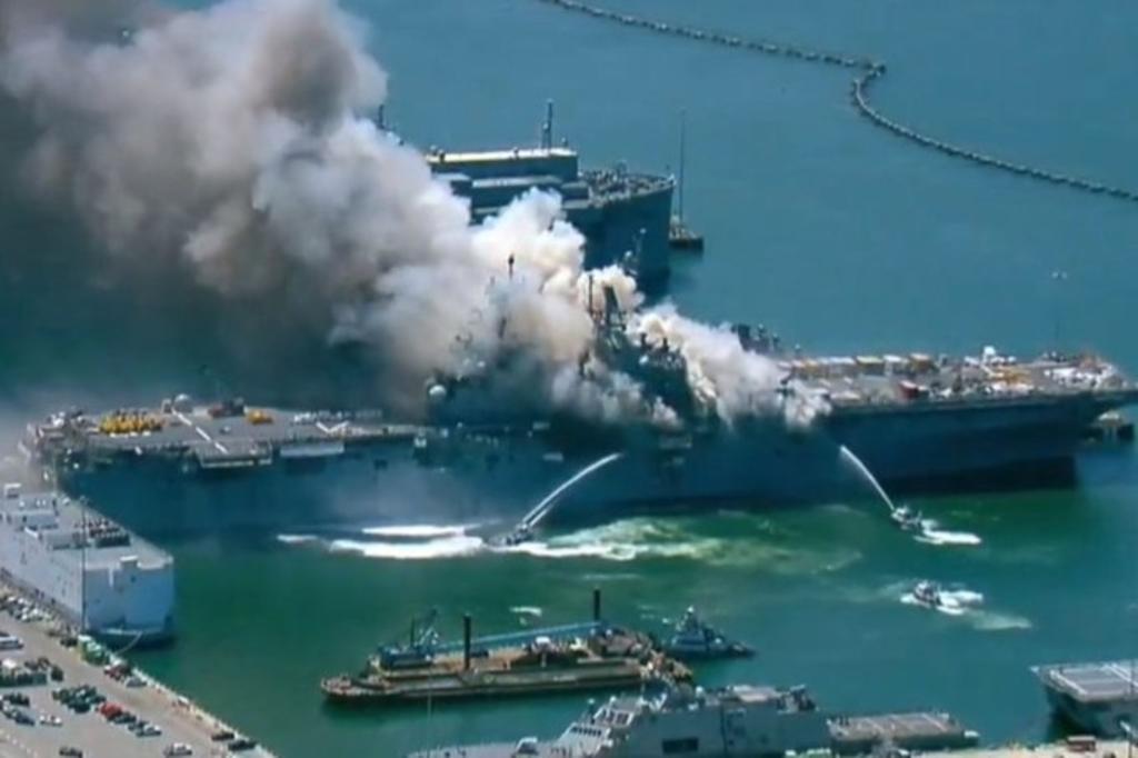 Incendio en buque militar en San Diego deja once heridos