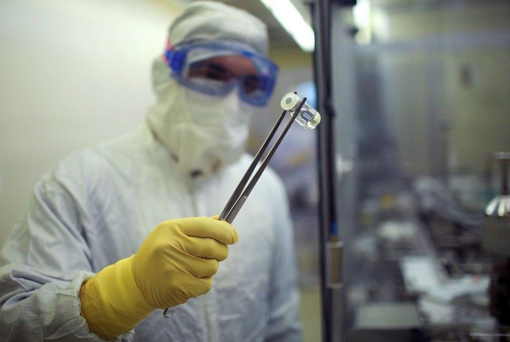 Consigue Pfizer aprobación de 2 vacunas 'candidatas' contra COVID-19