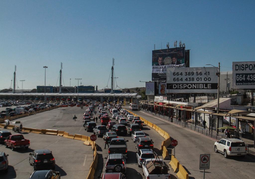 Prolongan cierre de frontera México y EUA hasta agosto