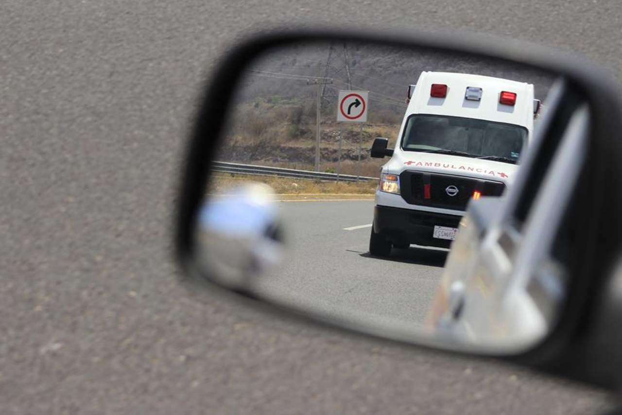 Policías de la Fiscalía chocan y vuelcan en carretera