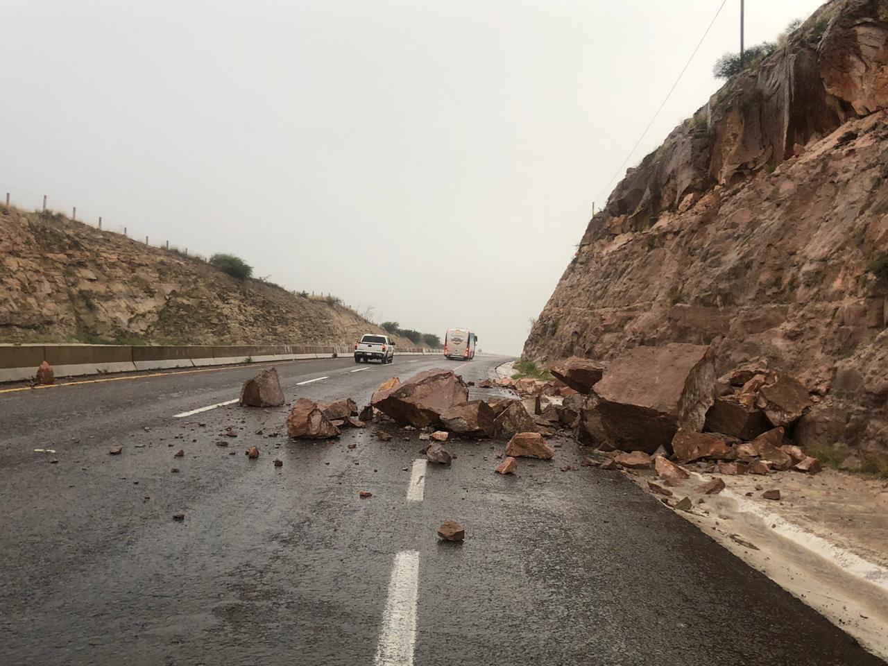 SCT reporta derrumbe en carretera Durango-Parral