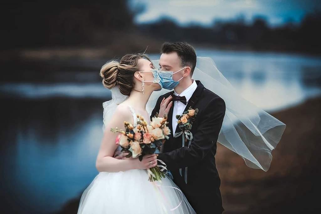 Adaptan bodas y fiestas de 15 años para 'convivir' con la pandemia