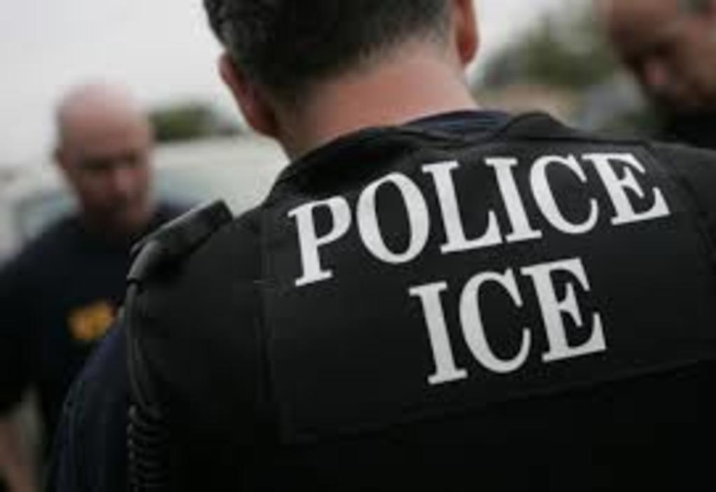 Pese a orden de jueza, ICE no libera a niños migrantes