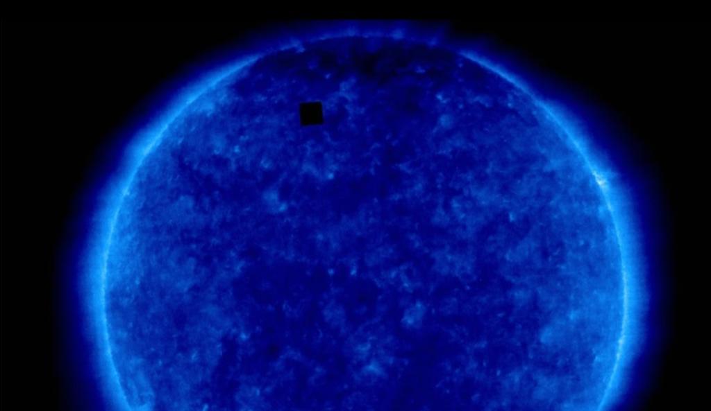 ¿Qué es el cubo negro que fue 'captado' cerca del Sol?