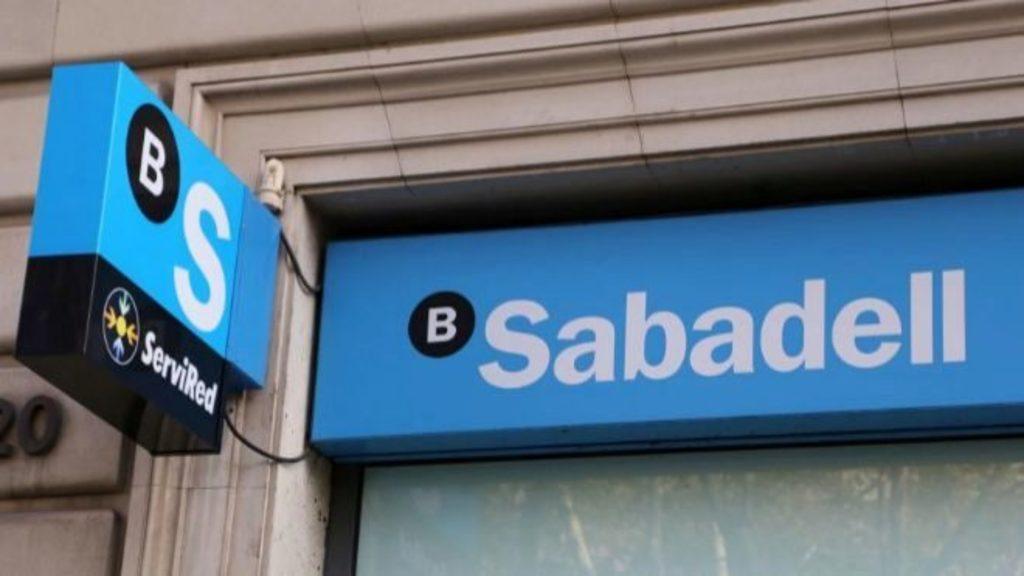 Desmienten salida de banco español de México