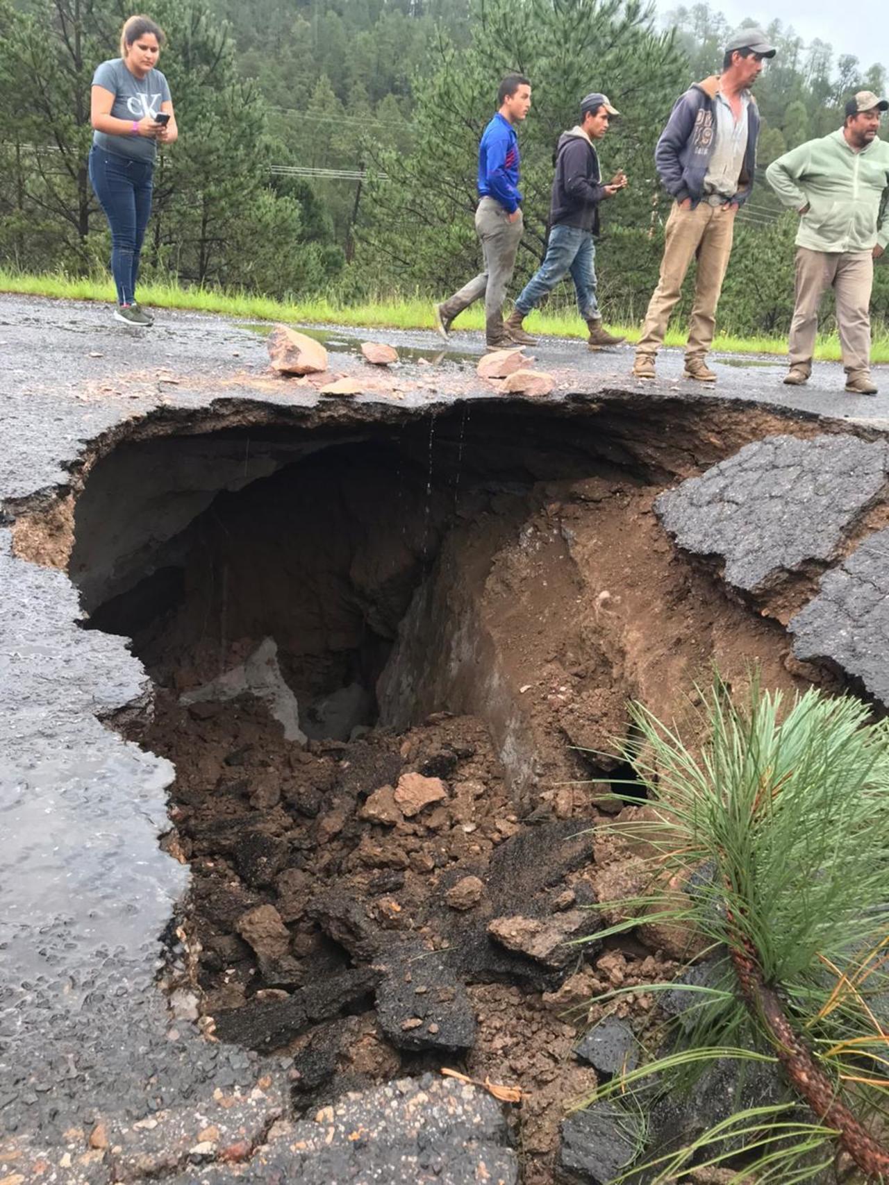Lluvias provocan socavón en San Dimas