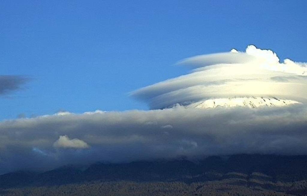 Captan 'extrañas' nubes y sonido de 'una turbina' en el Popocatépetl