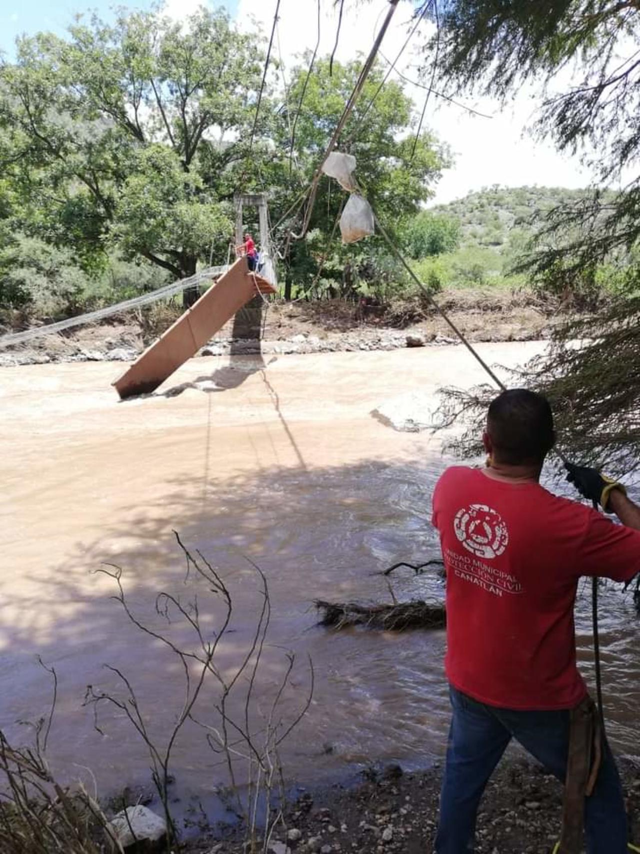 Instalan tirolesa por caía de puente en Canatlán