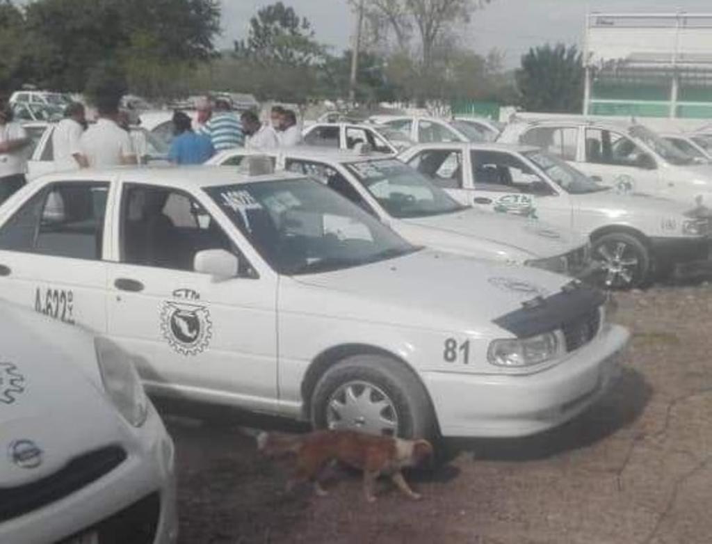 Polemizan entrega de despensa a taxistas de Lerdo
