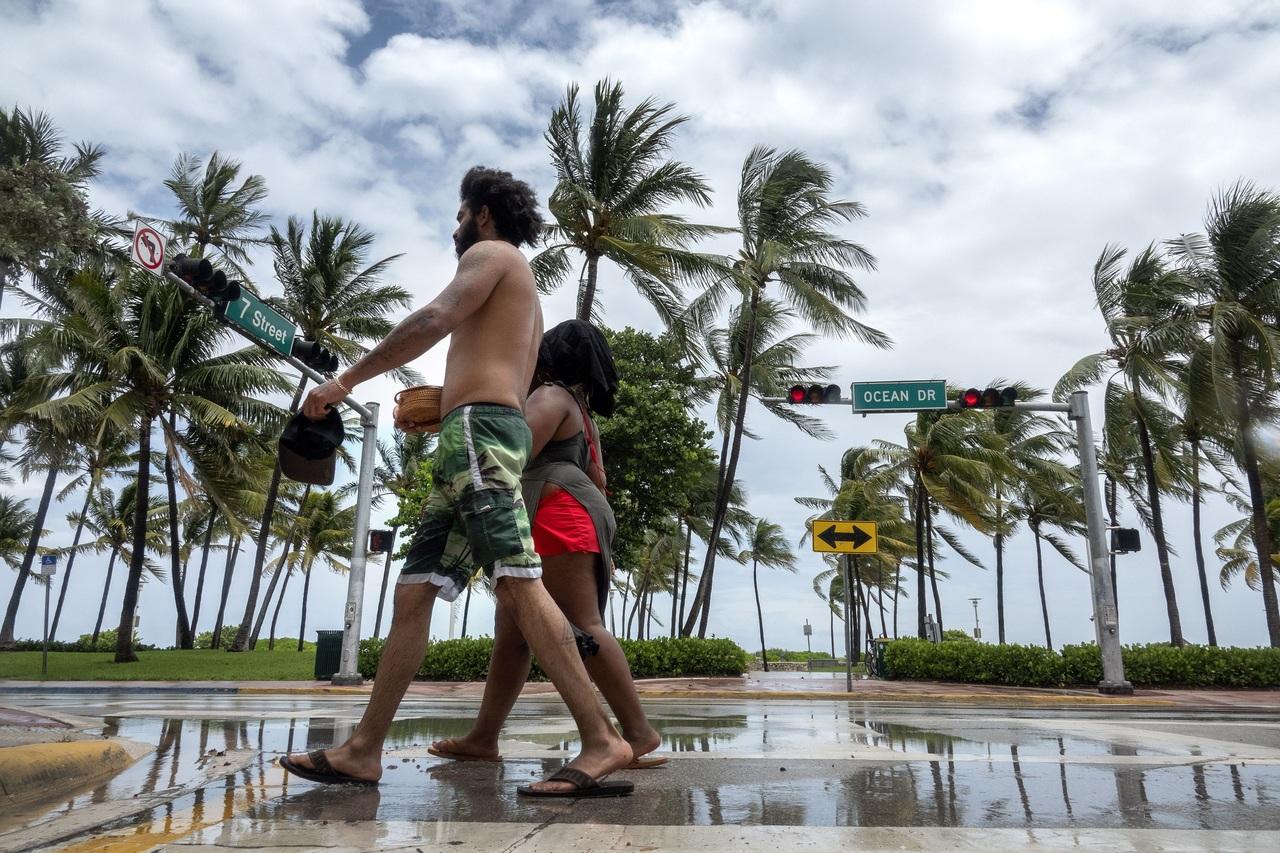 Bahamas retoma lentamente la normalidad