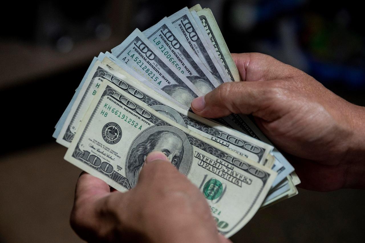 Dólar supera los 23 pesos en 3 semanas