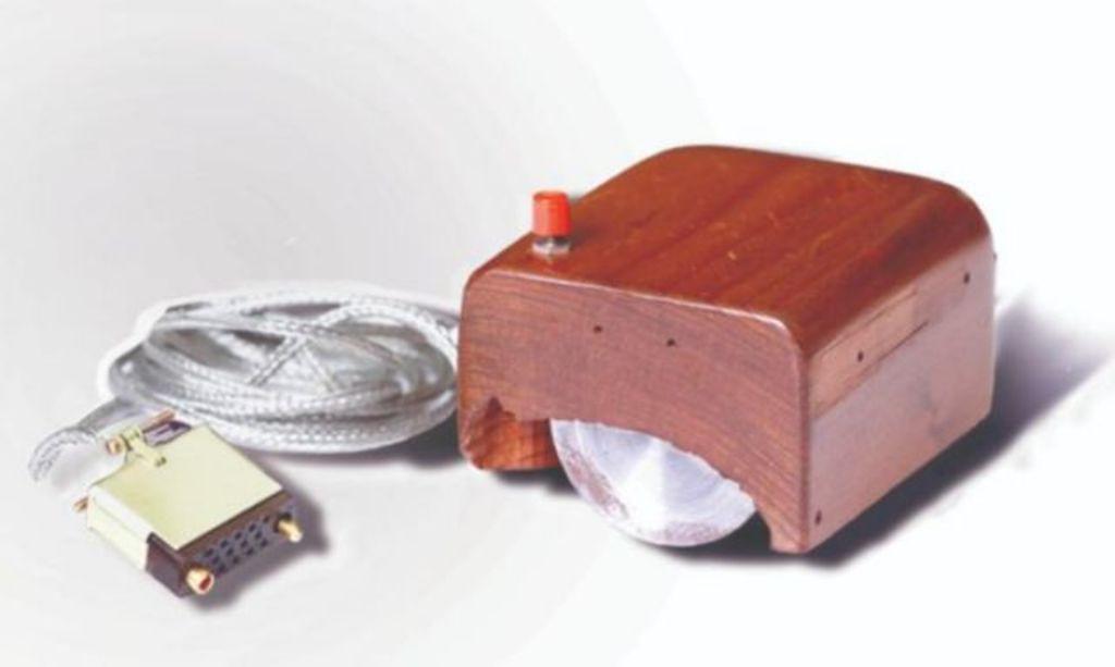 Muere William English, inventor del mouse