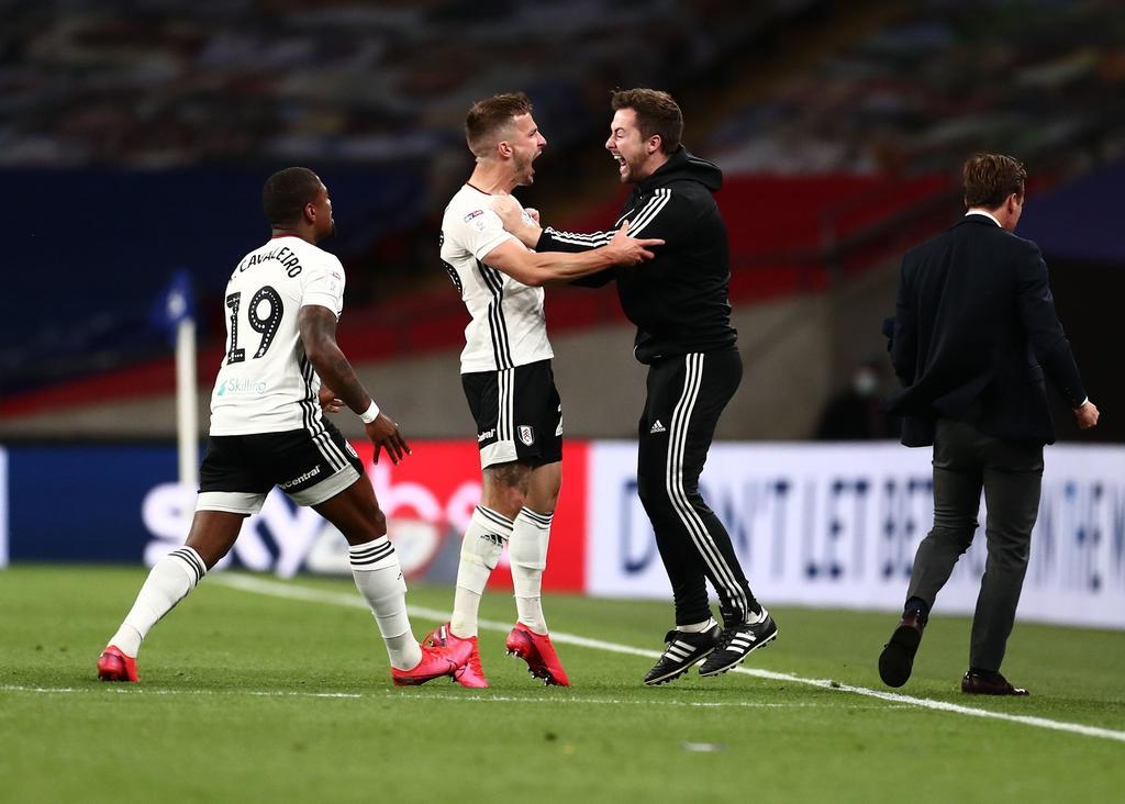 Fulham vence al Brentfor y regresa a la Premier League