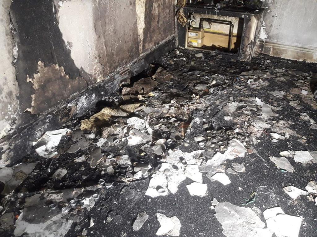 Hombre incendia su casa intentando hacer una pedida de mano romántica
