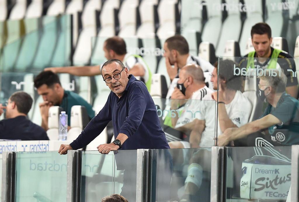 Juventus destituye al técnico Maurizio Sarri tras eliminación en la Liga de Campeones