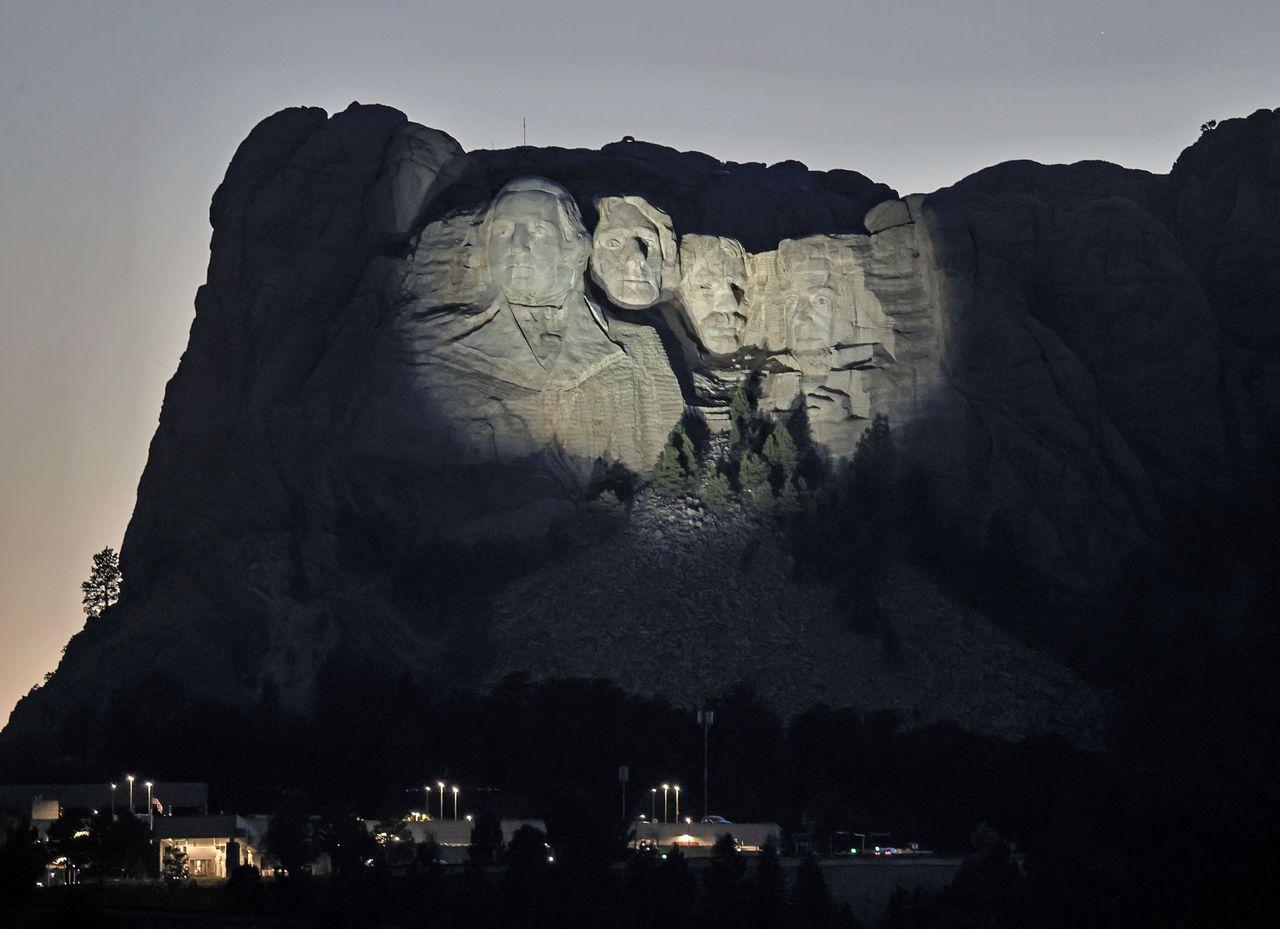 D. Trump quiere su rostro en Rushmore