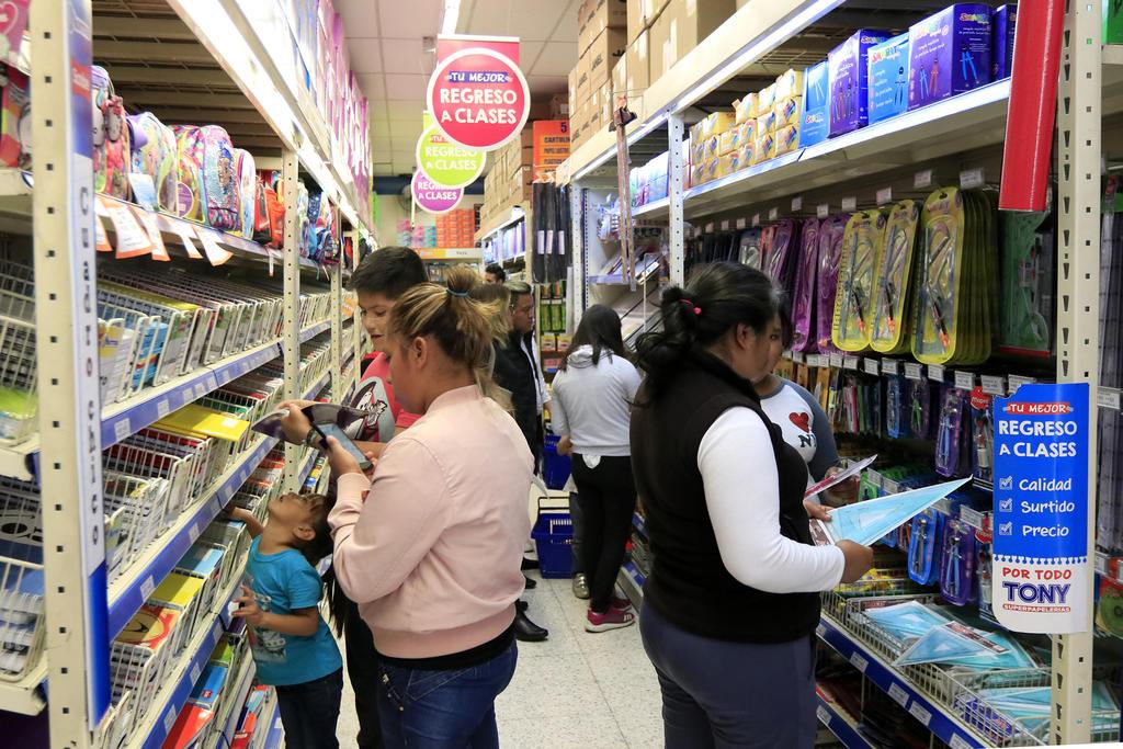 Atípico regreso a clases en México provoca cierre de 8 mil papelerías