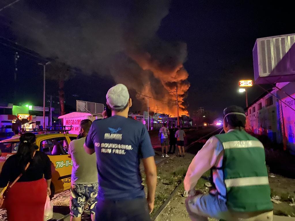 Fuego consume empresa en parque industrial de Gómez Palacio
