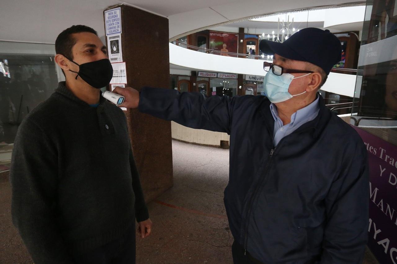 A la baja, cifra de contagios en Chile