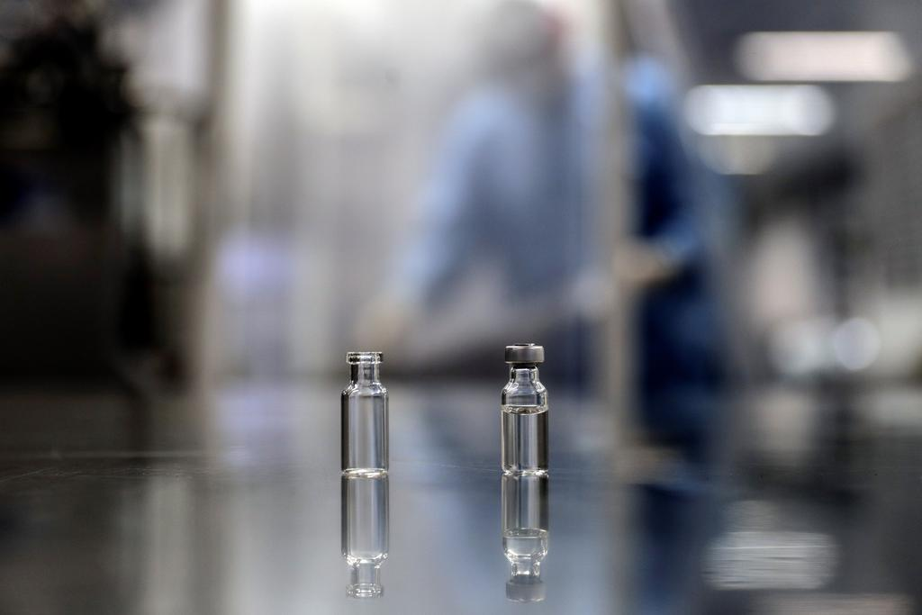 Producirán México y Argentina vacuna contra COVID-19 desarrollada por AstraZeneca