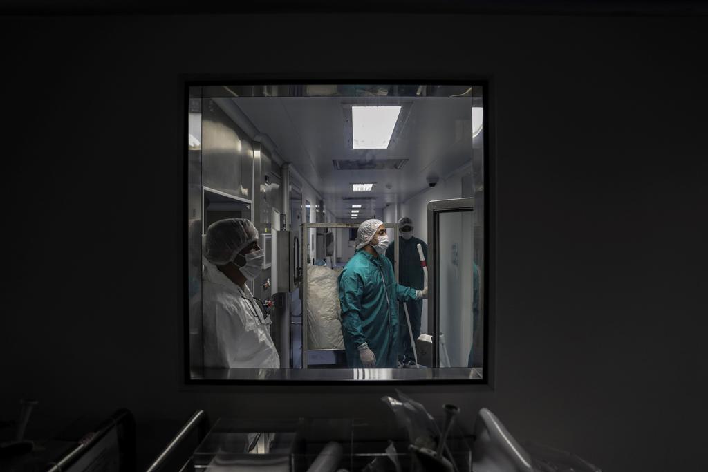 De resultar exitosa, AstraZeneca iniciaría envíos de vacuna contra COVID en 2021