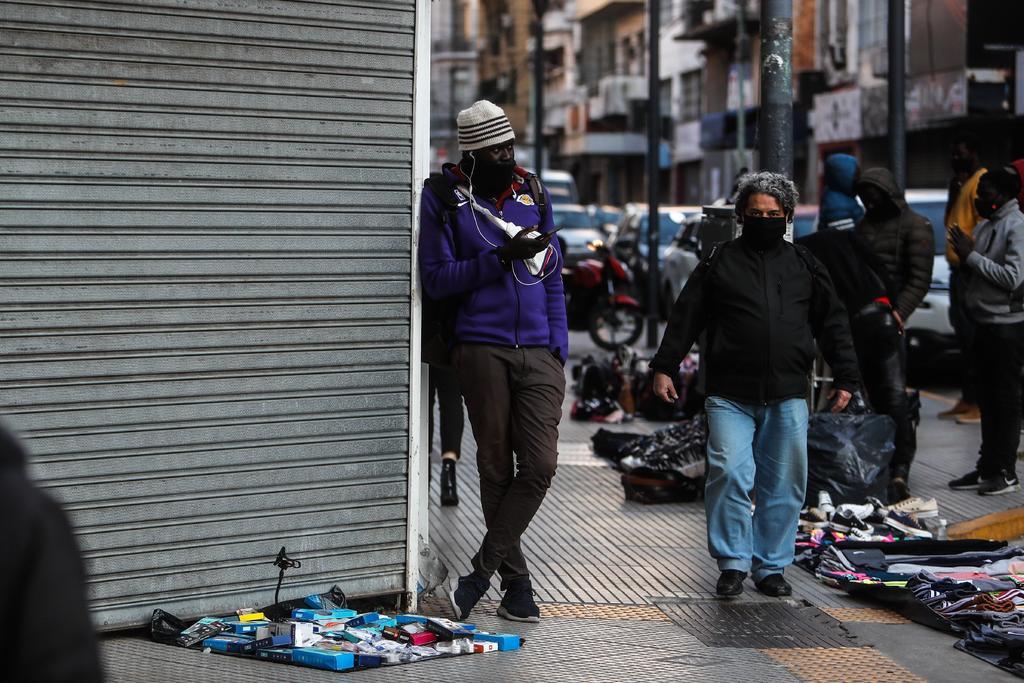 Extiende Argentina dos semanas las restricciones ante avance de la pandemia