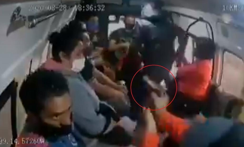'Me sobran balas para todos'; asaltantes asesinan a pasajero de combi en Naucalpan