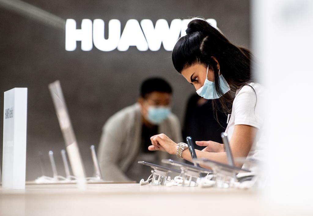 Podría Huawei enfrentar carencia de chips y pantallas