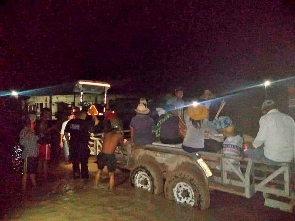 Evacuan ejido de Mapimí tras desbordarse arroyo