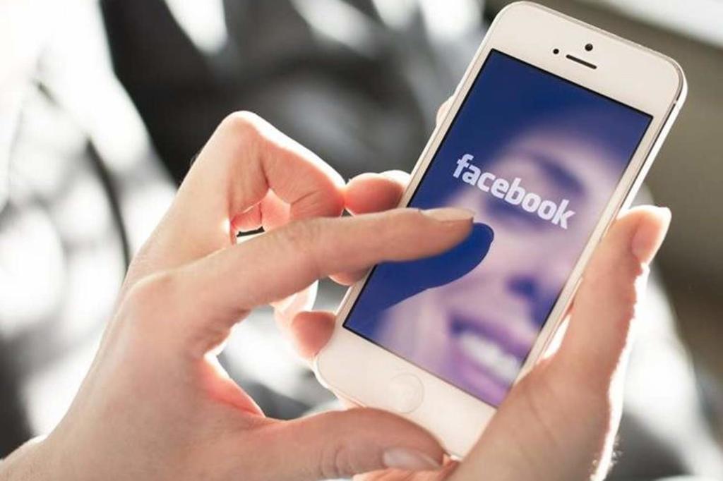 Vuelve Facebook a sus orígenes; crea red social para universidades