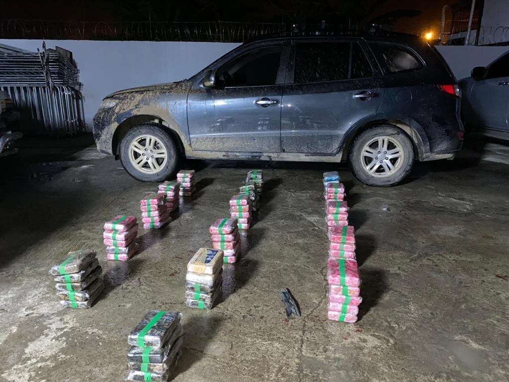 Destituyen a gobernador en Panamá tras ser detenido con un alijo de droga
