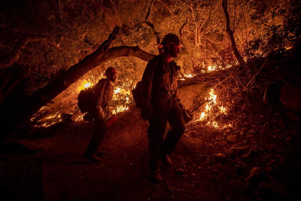 Incendio cerca de Los Ángeles inquieta a las autoridades por su proximidad