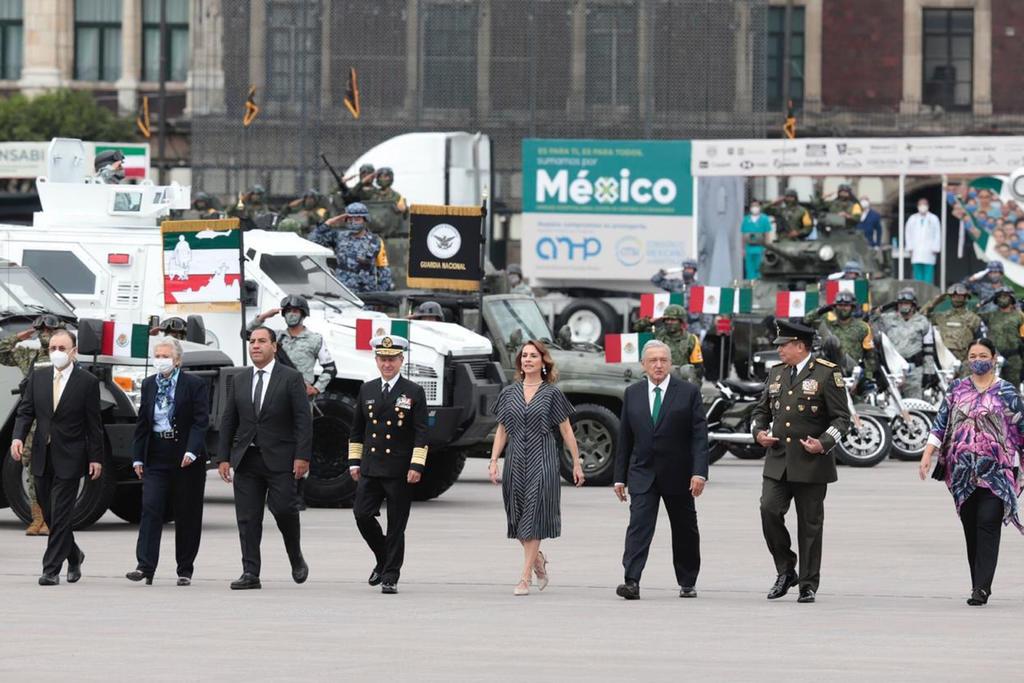 Encabeza AMLO desfile militar por el 210 aniversario de la Independencia de México