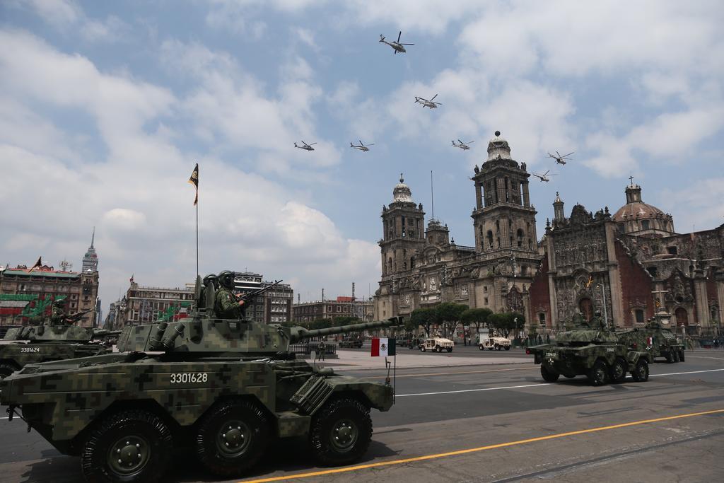 Celebran desfile militar por el 210 aniversario de la Independencia de México