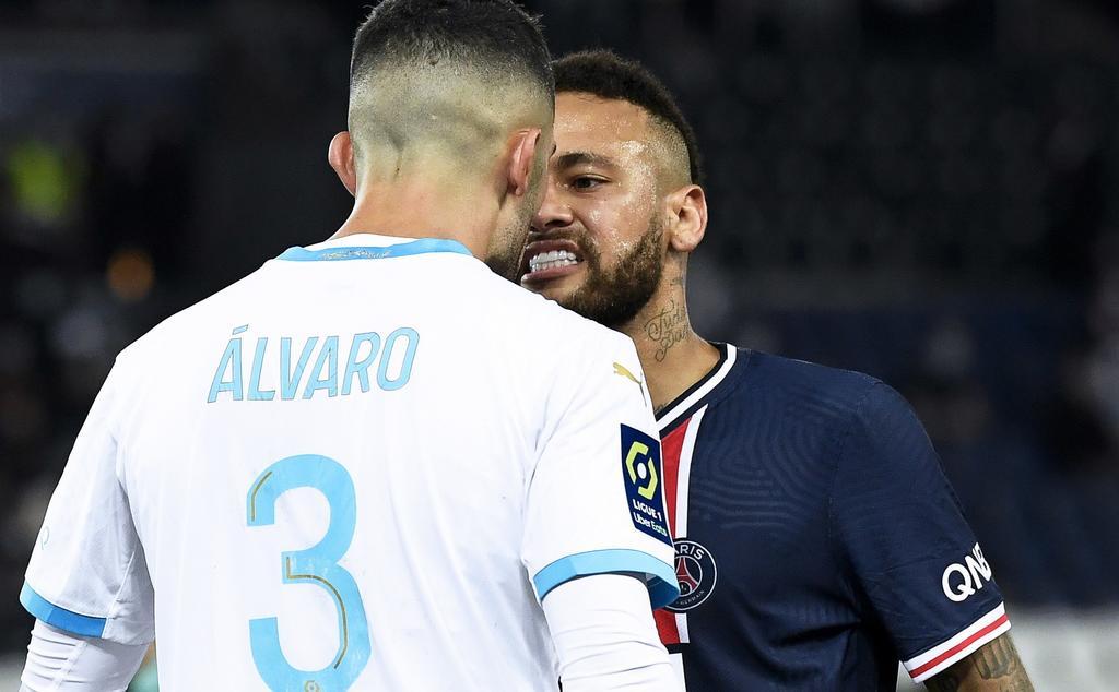 Suspenden a Neymar por abofetear a Álvaro González