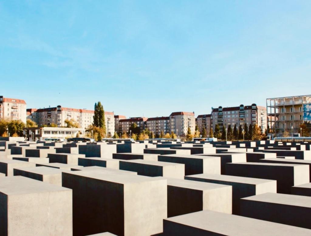 Millennials y Gen Z desconocen que murieron 6 millones en el Holocausto