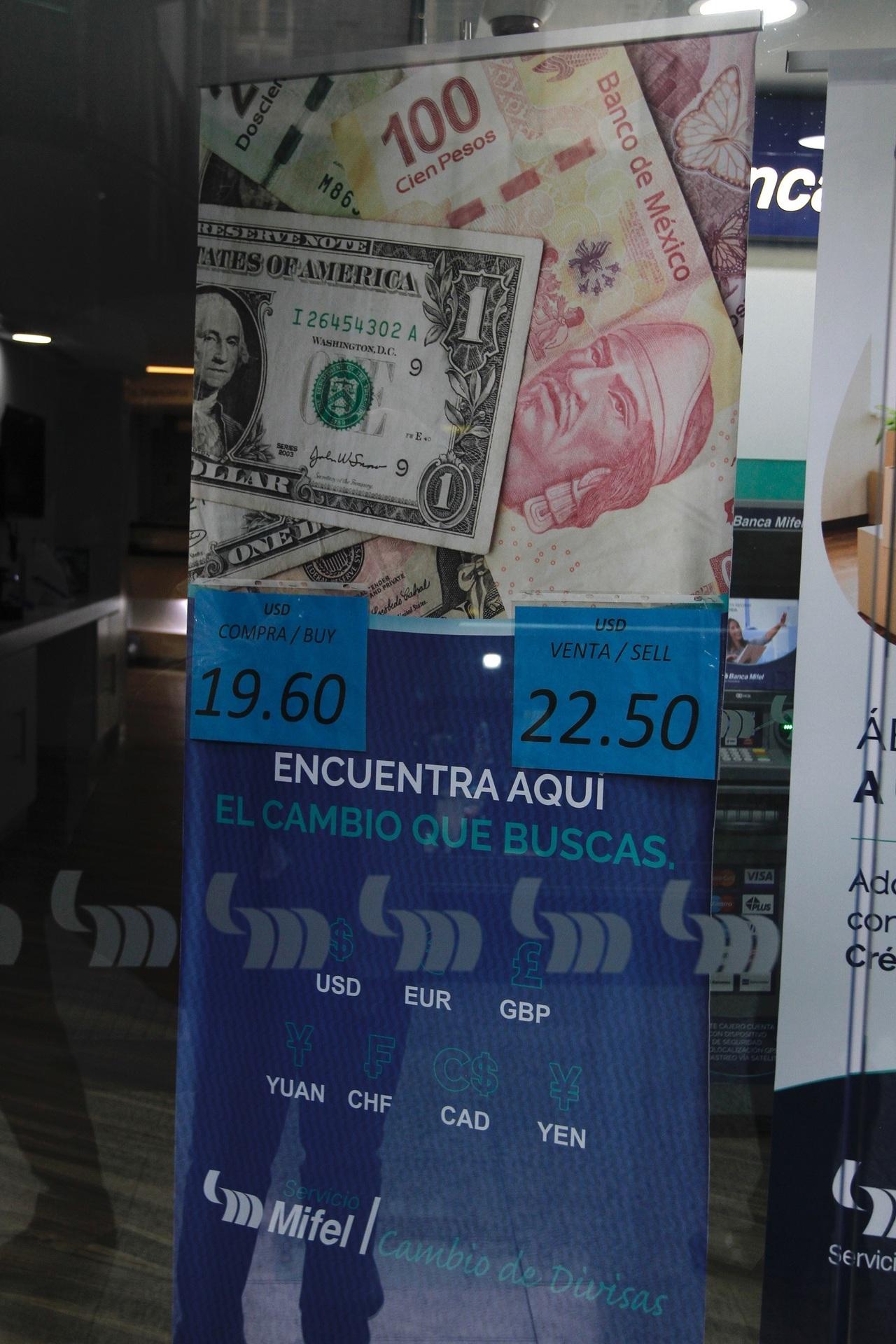 Dólar repunta a 22 pesos, tras descenso